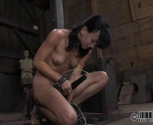 Slave gets her beaver punished from lusty mistress