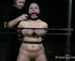 Nude and gagged babe acquires wild cunt pleasuring