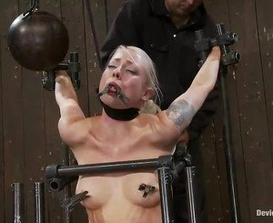 Blonde Lorelei Lee Having Fun A Sybian In Tied Vid